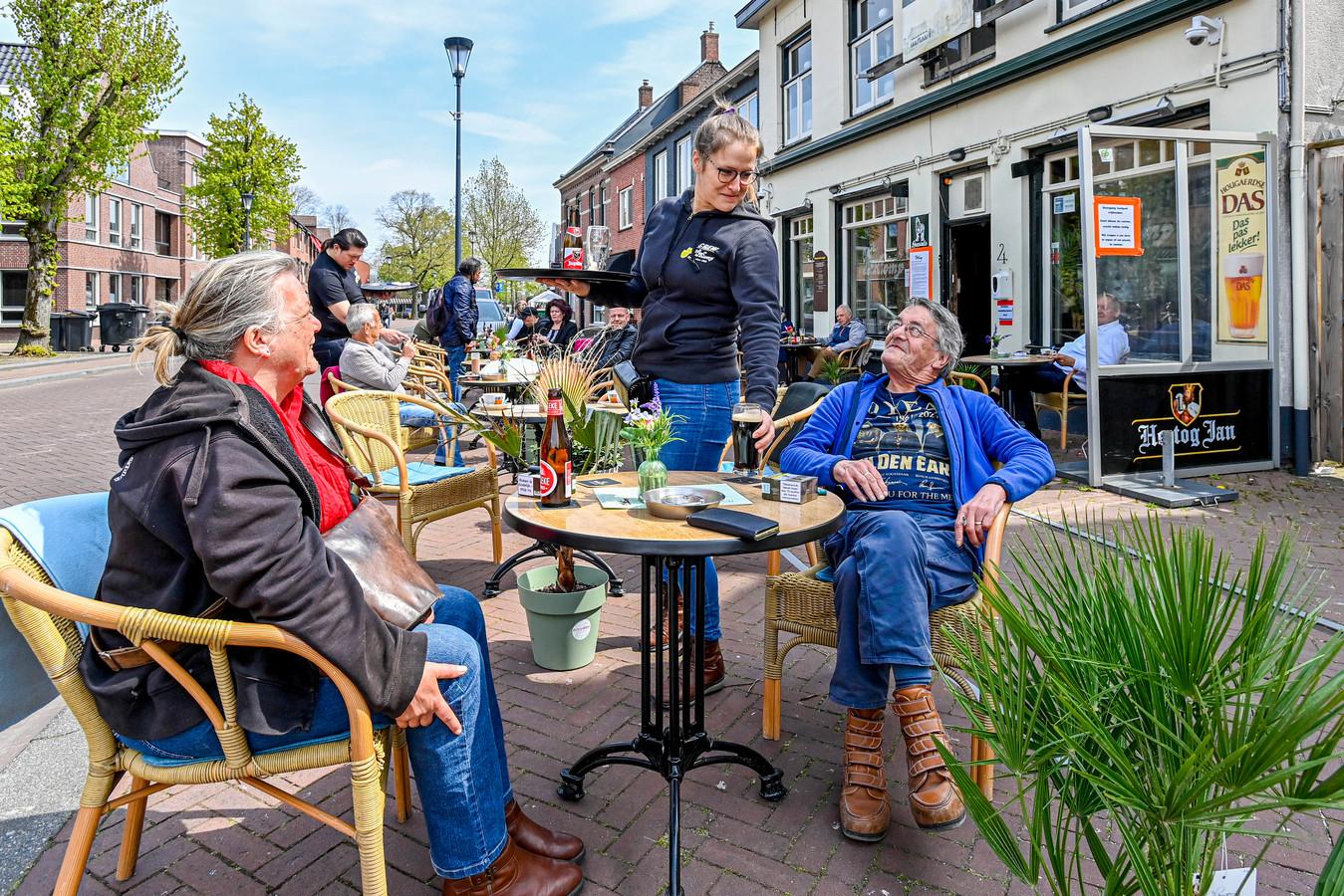 Café De Klomp bij de heropening van de terrassen vorige week. Koninklijke Horeca Nederland bereidt een herstelplan voor.
