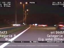 Video van de Dag | Politie deelt beelden spectaculaire achtervolging op A28, met bloedstollende snelheden