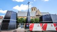 26 meter hoge torenspits voor Sint-Niklaaskerk staat klaar (en nu nog in elkaar steken)
