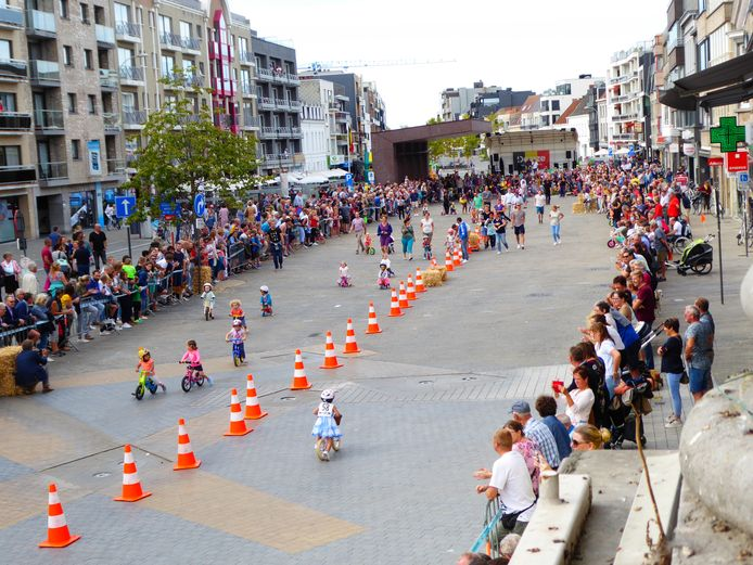 Archiefbeeld: het BK loopfietsjes op de Markt van Deinze.