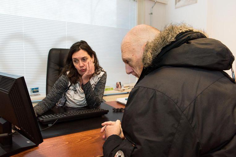 Oorlogsveteraan Martin Baks op consult. Beeld Marijke Stroucken
