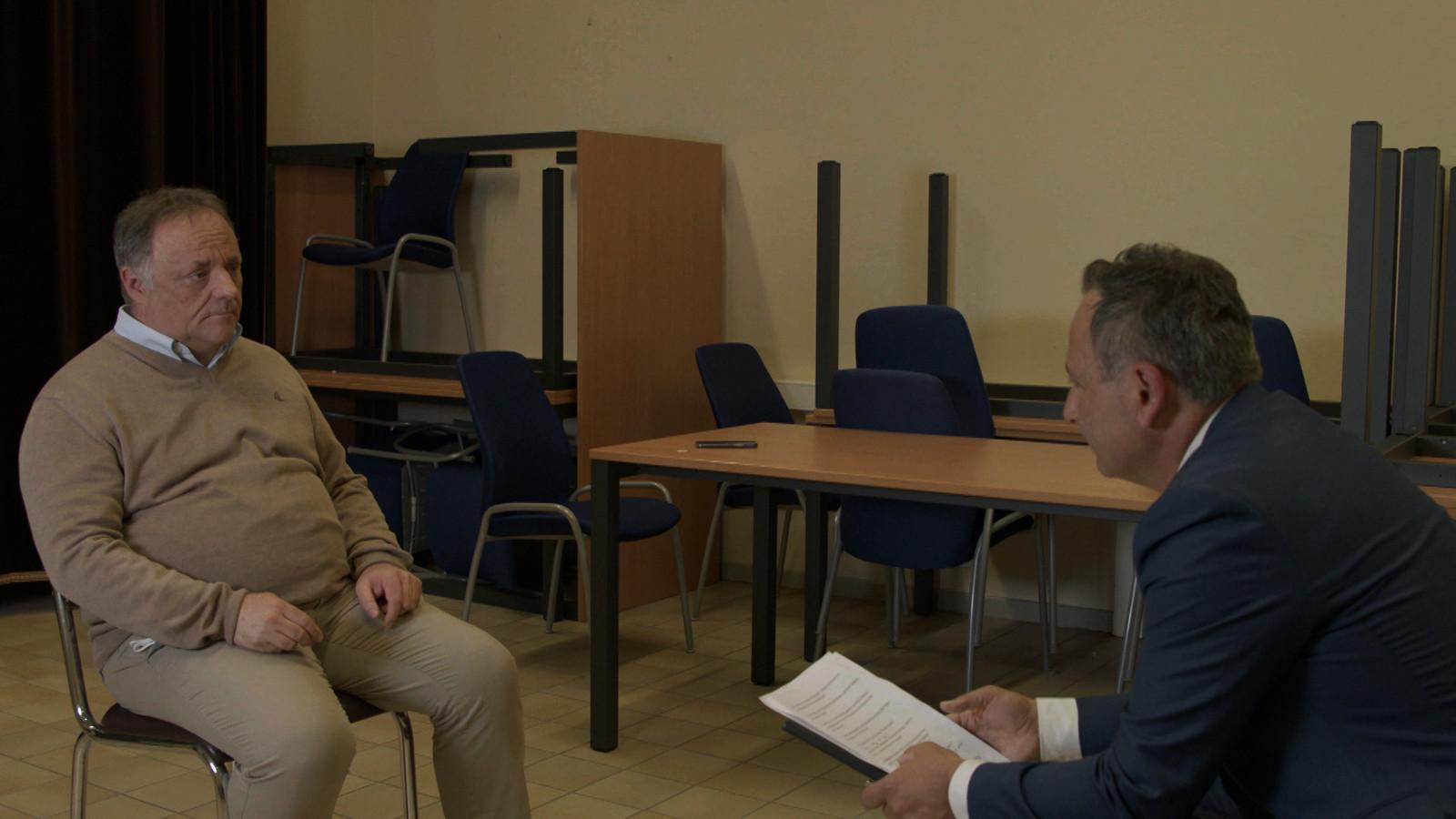 Faroek Özgünes in gesprek met de ondergedoken en bedreigde viroloog Marc Van Ranst.