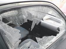 Dief breekt auto's open in Olst maar gaat er zonder buit vandoor