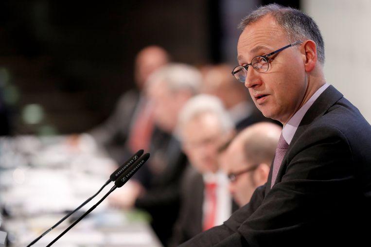 Werner Baumann, CEO van het Duitse chemiebedrijf Bayer, spreekt op de persconferentie. Beeld EPA