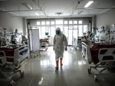 Indonésie: une centaine de soignants vaccinés attrapent le Covid, des dizaines hospitalisés