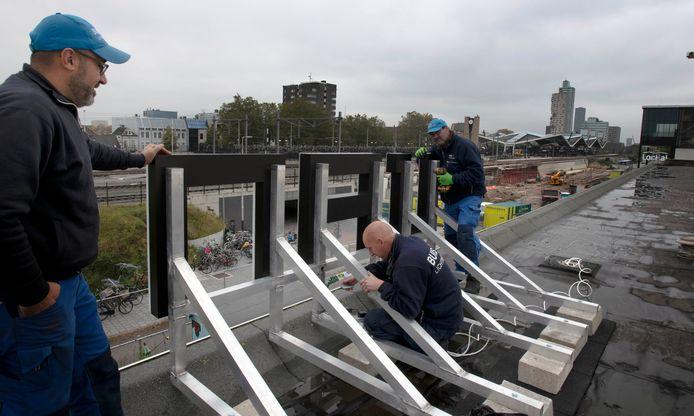 proefletters op spoorzone daken