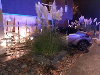 Beklaagde neemt auto van vrouw en raakt in dronken toestand tegenligger en rijdt gevel binnen