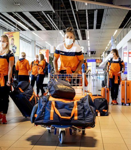 Leeuwinnen 'overleven' urenlange checks in Japan