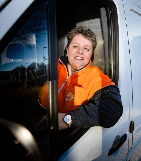 Topdrukte voor blije pakketbezorgers: 'Iedereen is nu thuis!'