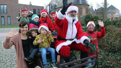 Kerstman feestelijk ontvangen aan de Herberg op de Markt