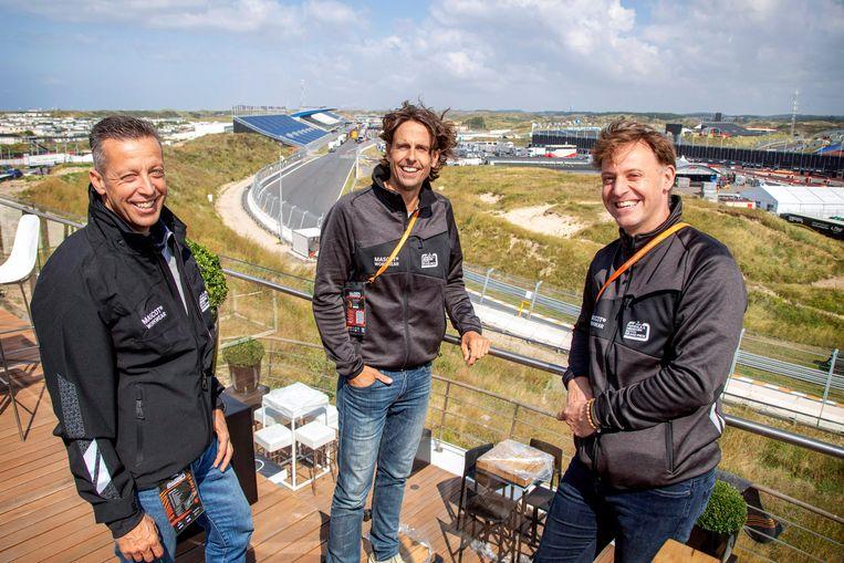 Van links naar rechts: Imre van Leeuwen (directeur Sportvibes), Norbert Chevalier (directeur TIG Sports) en Robert van Overdijk (directeur Circuit Zandvoort). De drie bedrijven organiseren samen de Dutch GP. Beeld Marco Okhuizen