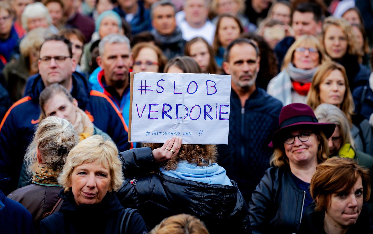 De onderwijswethouders van de vier grote steden hebben een brief met twee concrete noodmaatregelen aan onderwijsminister Arie Slob geschreven.