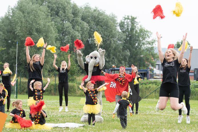 Leden van dansschool Showspot toonden hun kunnen op een terrein aan de Tirse.