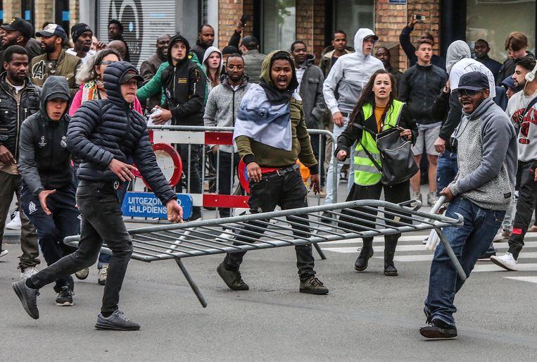 Optocht tegen politiegeweld in Roeselare Beeld Henk Deleu