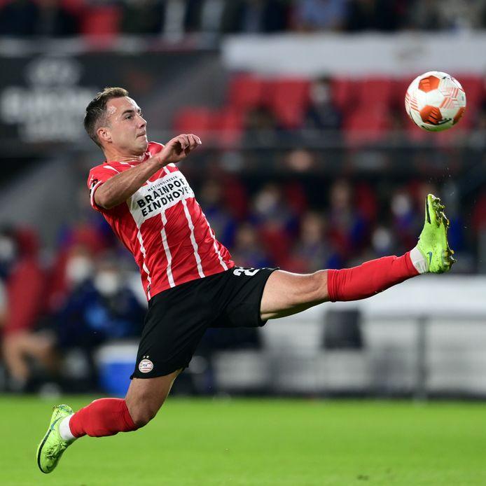 Mario Götze had een paar geniale momenten tegen Real Sociedad en nam PSV op sleeptouw.