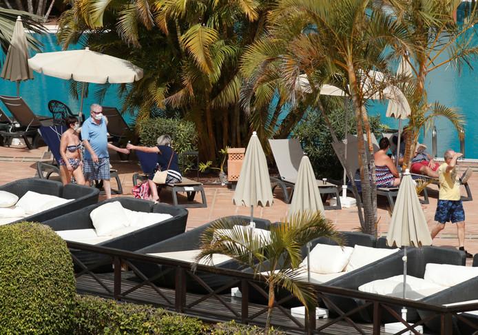 Des touristes à l'hôtel H10 Costa Adeje Palace où des cas de coronavirus ont été détectés