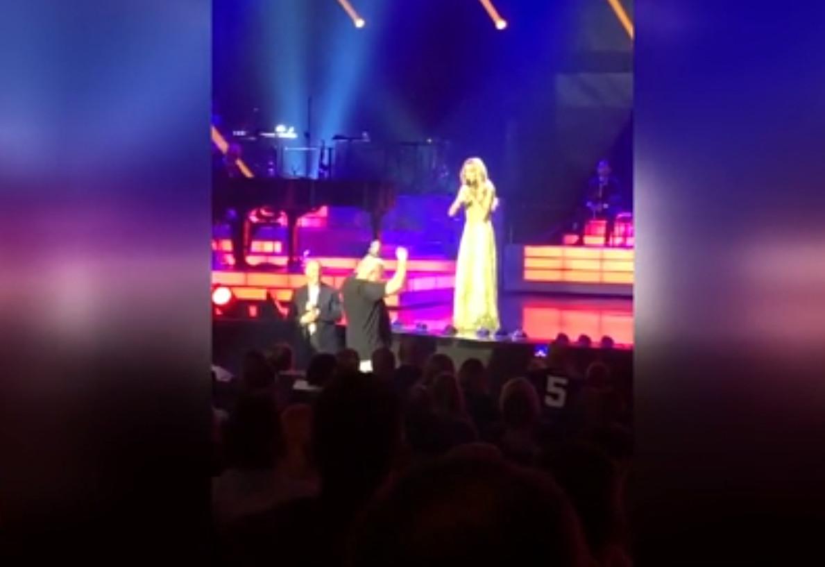 Céline Dion a interrompu son concert pour l'envie pressante d'un spectateur.