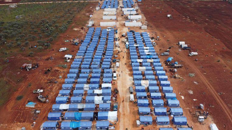 Luchtfoto van een nieuw vluchtelingenkamp bij Maarrat Misrin.  Beeld AFP