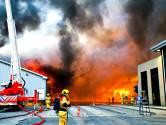 Rook van brand bij papierrecycling Dordrecht was tot in de Botlek te zien