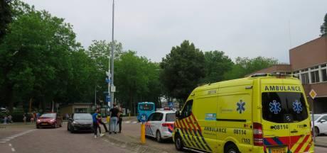 Fietser raakt gewond door botsing met auto in Tiel