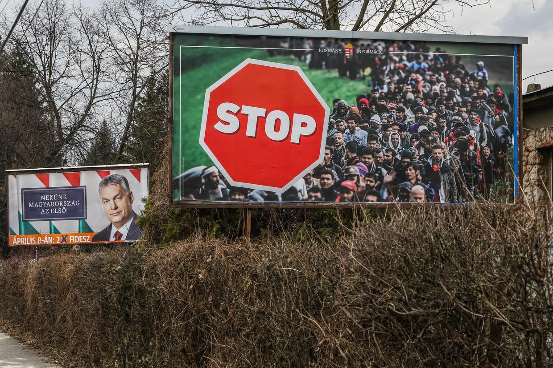 Verkiezingsposter van Viktor Orbán en zijn partij Fidesz, uit 2018.  Beeld NurPhoto via Getty Images