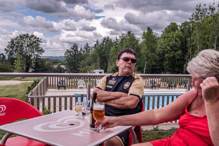Toeristen bij camping Porte des Vosges in Frankrijk. Beeld Joris Van Gennip