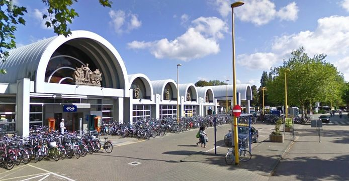Het Stationsplein in Gouda.