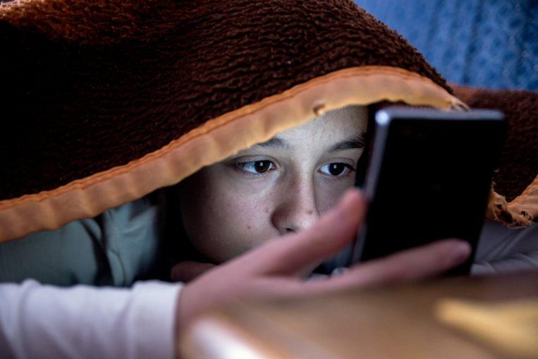 Onder meer de smartphone houdt onze jongeren wakker.