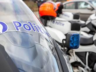 Politiemotard aangereden nadat hij bestuurder met onverantwoord rijgedrag aan kant wil zetten