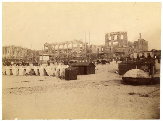 Het Kurhaus in 1886 na de brand. Het hotel werd snel herbouwd en in 1887 geopend.