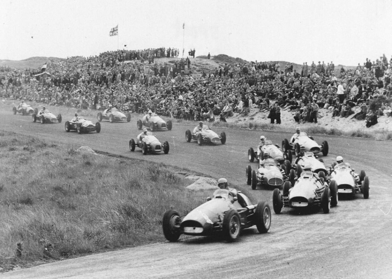 De Grand Prix-race van 1955 op het circuit in Zandvoort.  Beeld HH /  ANP