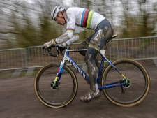 Van der Poel tient tête à Van Aert et remporte pour la 5e fois consécutive le Flandriencross à Hamme