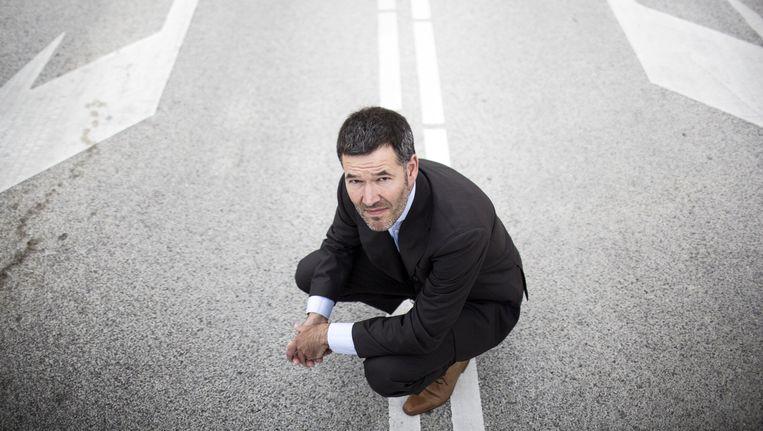 Naus gehurkt op een strook wit asfalt bij Hoofddorp: 'Ik denk dat de overheid deze weg moet opgaan.' Beeld Foto Julius Schrank