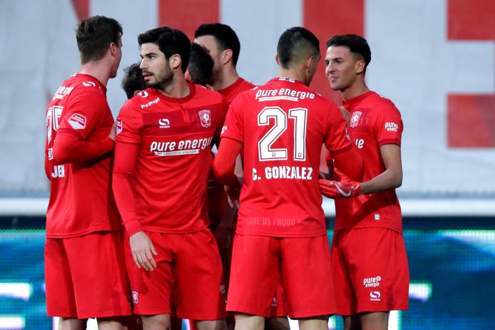 FC Twente viert de 1-0 tegen Telstar waardoor het kampioenschap bijna binnen is.