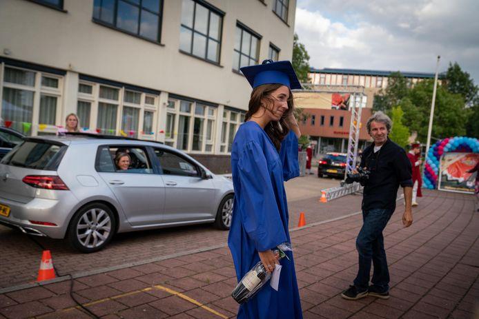 Het Candea College in Duiven hield vorig jaar ook een drive-in voor de eindexamenleerlingen.