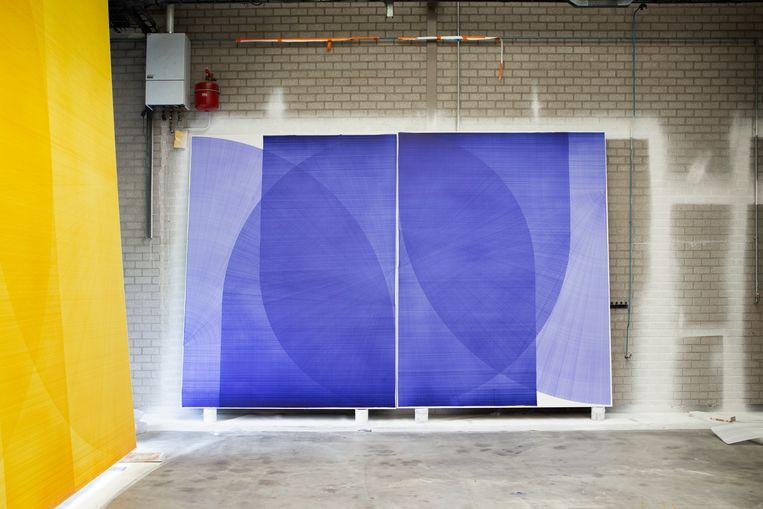 Doek van Thomas Trum in zijn atelier in Den Bosch.  Beeld Pauline Niks