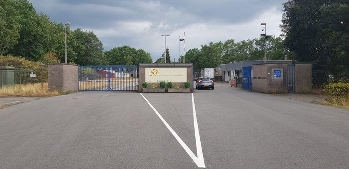 De entree van het asielzoekerscentrum in Budel.
