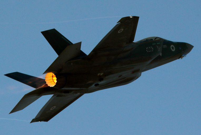 Een Israëlisch gevechtsvliegtuig tijdens een oefening in het zuiden van het land. Beeld Hollandse Hoogte / AFP