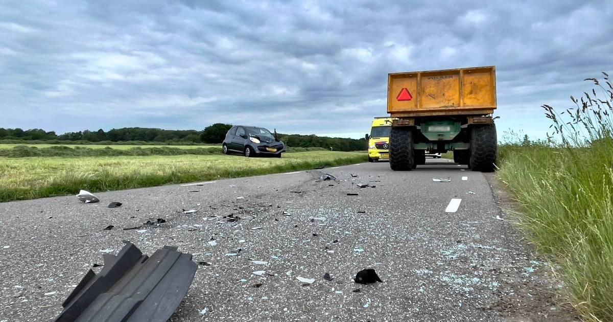 Automobiliste naar ziekenhuis na frontale botsing met trekker in Fleringen.