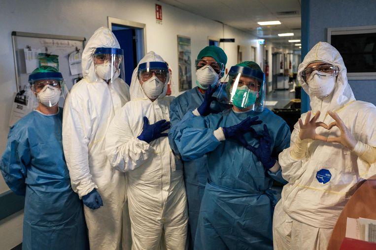 De groep verplegers uit een Milanees ziekenhuis.  Beeld AFP