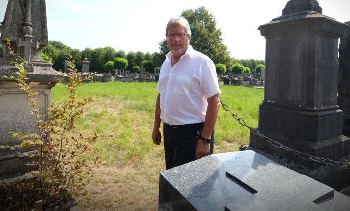 Schepen Ives Goudeseune op de Ieperse begraafplaats.