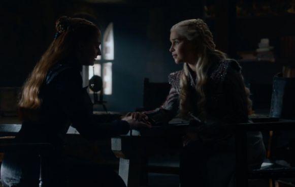 Sansa en Daenerys hebben een momentje.