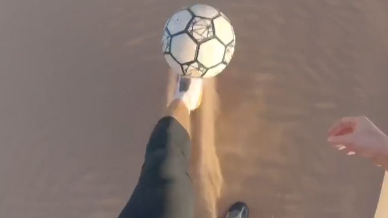 Farnworth tikt de bal meer dan 250.000 keer de hoogte in