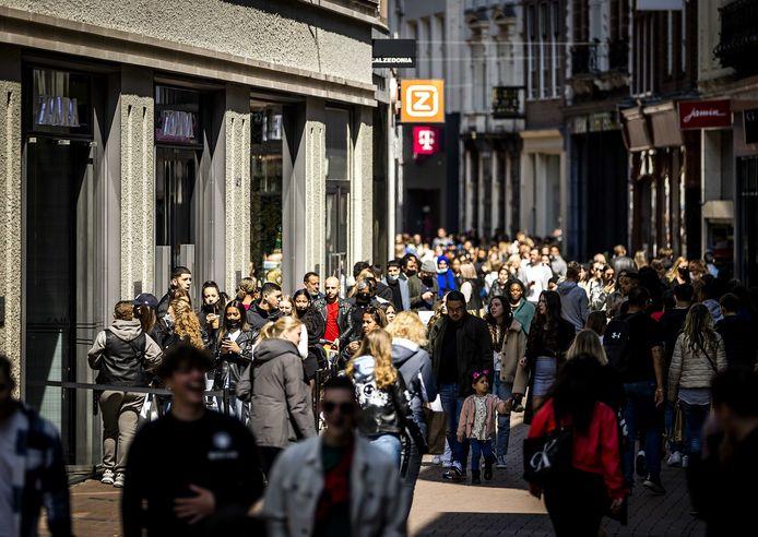 Winkels mogen weer klanten ontvangen zonder afspraak. Klanten moeten zich in de winkels nog wel steeds houden aan de geldende maatregelen, waaronder een mondkapjesplicht en anderhalve meter afstand.