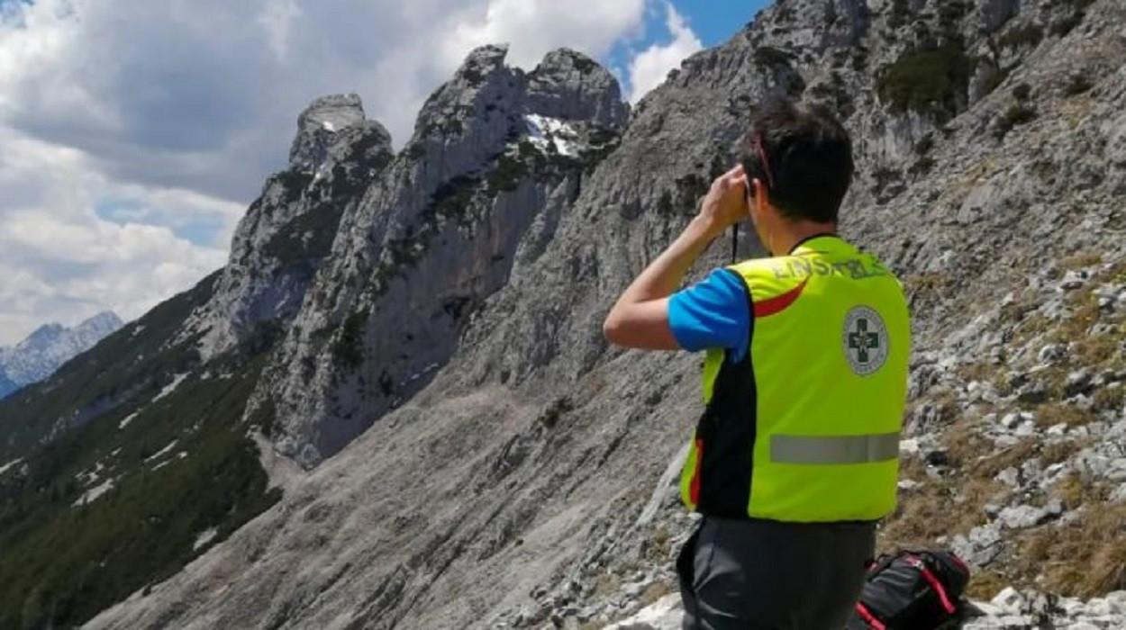De zoektocht naar de vermiste Duitse bergbeklimmer ging gisteren verder in Leutasch en Scharnitz.