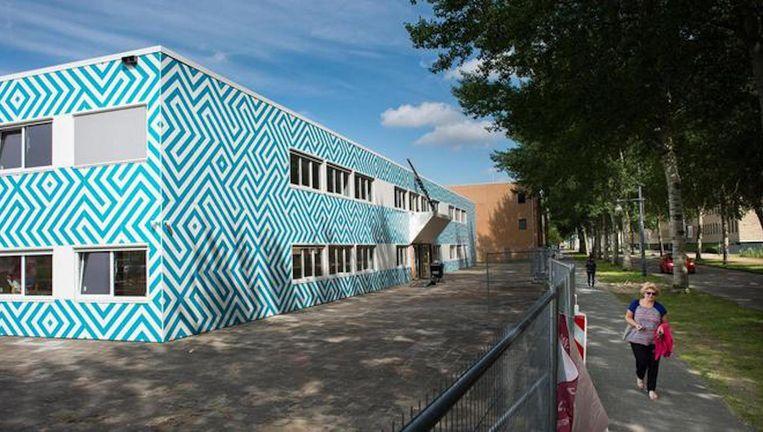 De nieuwe islamitische school heeft dit pand aan de Naritaweg in Nieuw-West gekregen, maar vindt dat niet geschikt. Beeld Mats van Soolingen