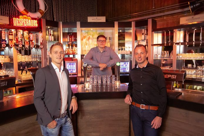 Esli Groenewegen (links), Marek Beers en Desmond Koorn, de initiatiefnemers van Horeca Contact.