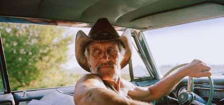 Cowboy Kees uit Kamerik vereeuwigd in fotoboek: 'Kees voldoet niet aan stereotype beeld van stoere cowboy'