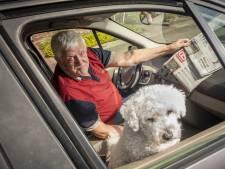 Al dertig jaar lang staat Kees (75) vroeg op om samen met hond Bengel de krant te bezorgen