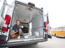 Tara uit Eibergen zegt haar kantoorbaan vaarwel en bouwt nu campers om: 'Het eerste gat boren vond ik doodeng'